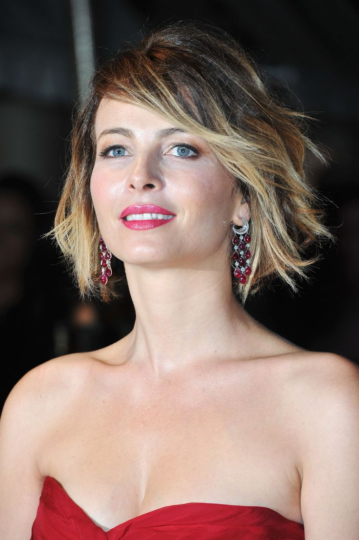 Violante Placido Funky, Mussy Bob:  This cut on Violante Placido is a great example of how you can style a bob so it's loose and not too stiff.