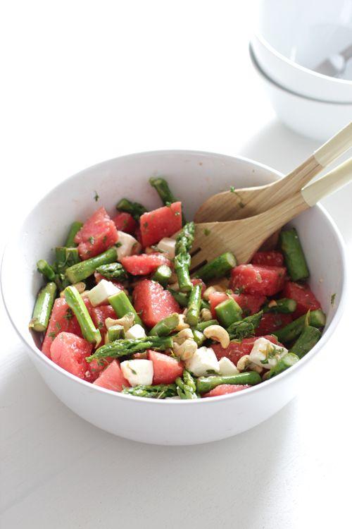 Wassermelonen-Salat mit Feta, grünem Spargel und Cashewkernen!