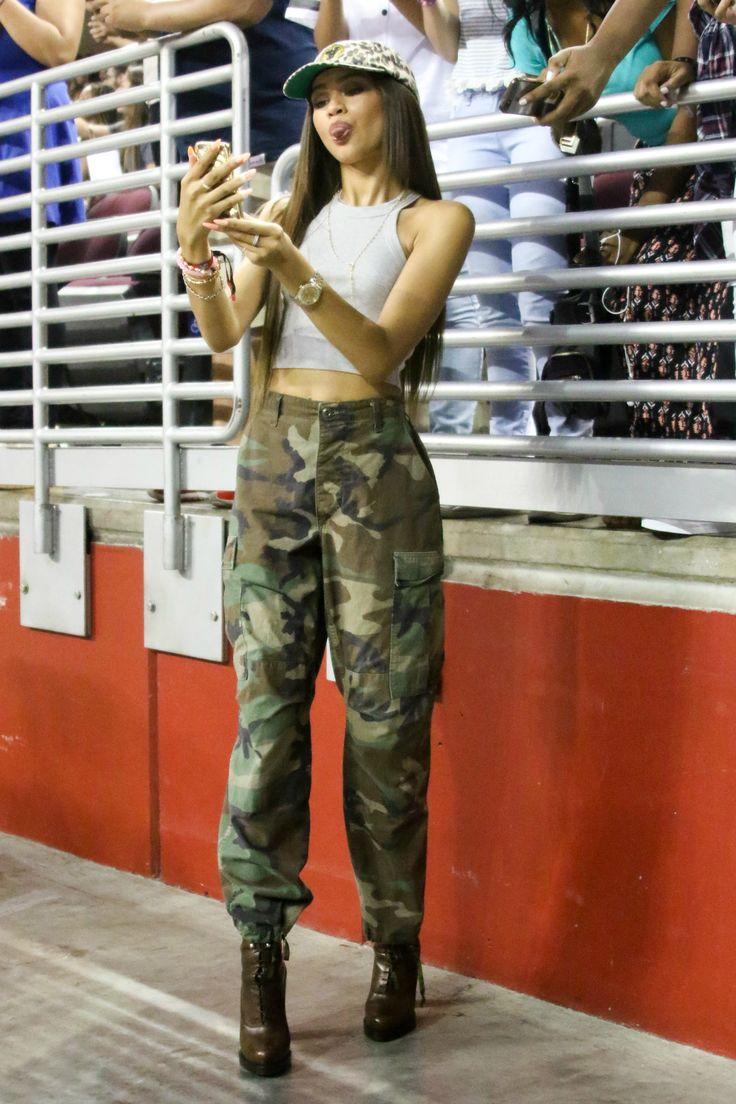 Best 25 Zendaya Street Style Ideas On Pinterest Zendaya Fashion Zendaya Outfits And Zendaya