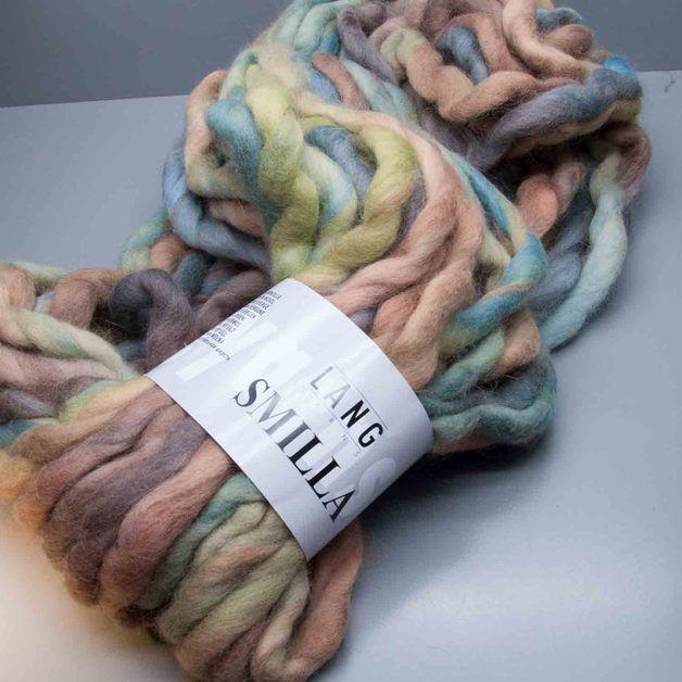 Lang Yarns Smilla - die außergewöhnliche Wolle liegt voll im Trend, so schön war Wolle für extrem große Maschen noch nie. Der absolute Hingucker im Accessoires-Bereich und speziell perfekt für...
