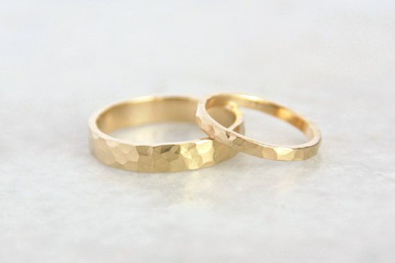 Hammered Gold Wedding Rings /14k Gold Ring Set von TorchfireStudio