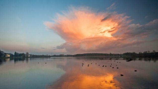 Cumulonimbus incus na niebie. Chmury burzowe w obiektywach Reporterów24. http://tvnmeteo.tvn24.pl/informacje-pogoda/polska,28/cumulonimbus-incus-na-niebie-chmury-burzowe-w-obiektywach-reporterow24,159816,1,0.html