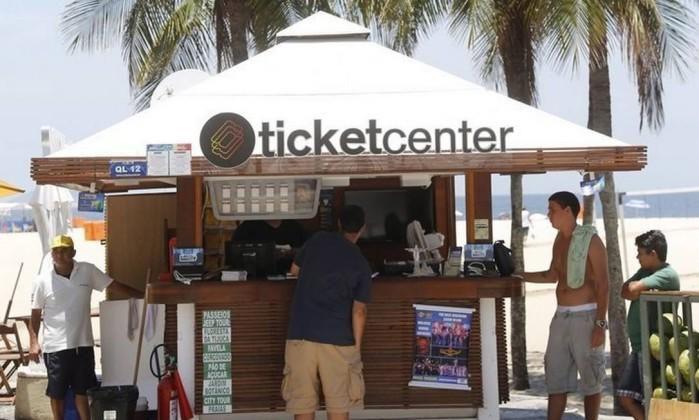 Quiosque em Copacabana passa a vender ingressos para o Maracanã, Corcovado e Pão de Açúcar. http://glo.bo/1GtF7kK