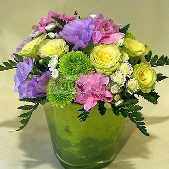 """An elegant composition of cream roses, hortenziával, lysine, modern glass-lined container. Very fine névnap gift from nagymamakorú """"girls"""" too! Available in two sizes. Just located and sent to Budapest!"""