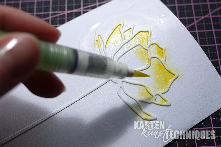 Es gibt mittlerweile so viele schöne Stanzschablonen-Motive, die sich wunderbar zum Colorieren eignen. Aber wie malt man eigentlich ein Stanzteil am besten aus? Ihr braucht: eine Stanzschablone (und eine Stanzmaschine) [...]