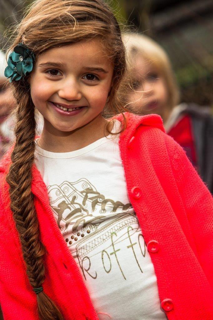 #Fluor roze #buitenvest voor meiden. Lekker fel en leuk te combineren met wit, goud en legergroen. Bekijk het vest hier: http://www.ikbenzomooi-baby-kinderen-kleding.nl/dj-dutchjeans-vest-you-and-me.html.