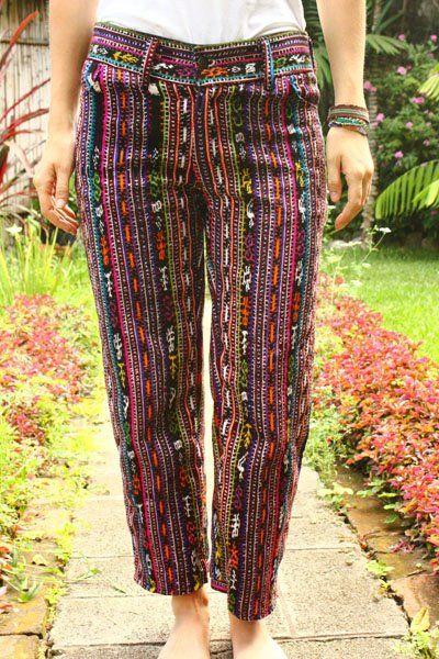 Estos pantalones son para relajar en un día casual. Están de moda y son muy confortables para usar. Son de La Tiendita Boutique en Sonoma Guatemala.