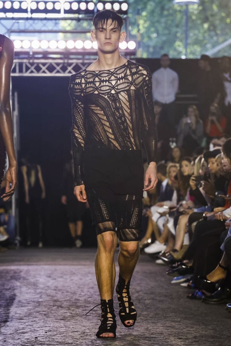 Julien MacDonald Ready To Wear Spring Summer 2016 London - NOWFASHION