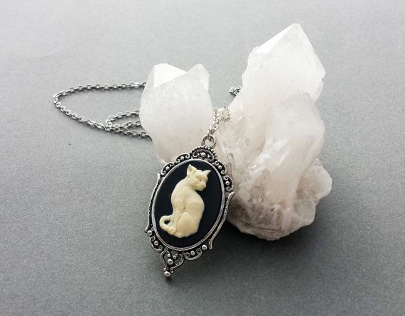 Collier de camée chat gothique familiers de la sorcière / / noir camée filigrane / / Pastel bijoux Goth / / Dark Mori / / Gothic collier