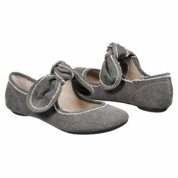 Big Buddha Shoes. The shoes that are getting me through pregnancy.  Comfy, sturdy and stretchy.