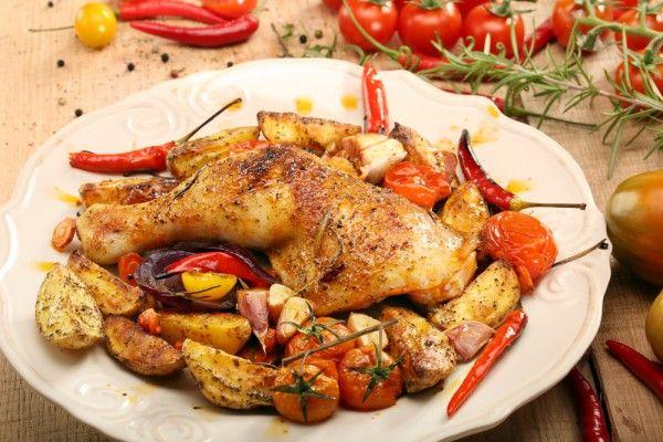 Запеченные куриные ножки с овощами, ссылка на рецепт - https://recase.org/zapechennye-kurinye-nozhki-s-ovoshhami-2/  #Птица #блюдо #кухня #пища #рецепты #кулинария #еда #блюда #food #cook