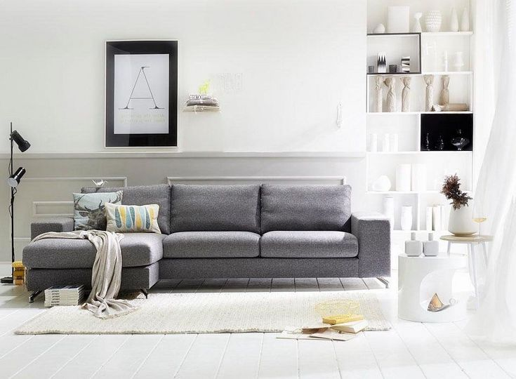 Zeitlose Polsterecke Mit Füßen In Chromeoptik Und Holzuntergestell    Perfekt Für Moderne Und Minimalistisch Gestaltete Wohnzimmer