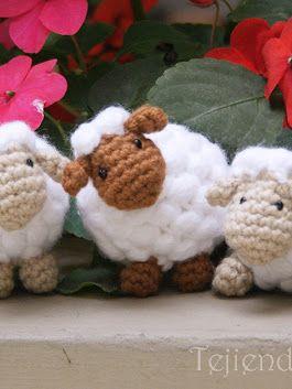 ¡Ovejitas puff que parecen hechas de pompones! Están tejidas a crochet y  este es el paso a paso: https://youtu.be/4sAoatjG498! Las pueden usar como jug... - Esperanza y Ana Celia Rosas (Tejiendo Perú) - Google+