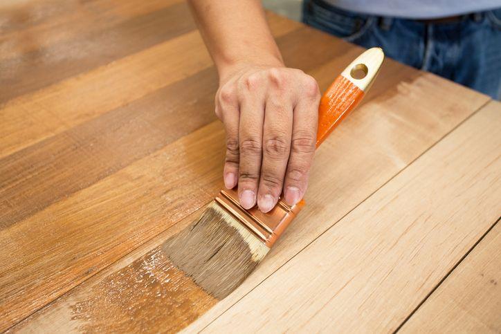 Voici comment faire sa propre teinture maison pour le bois !noté 4 - 5 votes Ce que l'on ne sait pas toujours, c'est que l'on peut tout à fait en faire chez soi avec quelques ingrédients que l'on a tous (ou presque  ). Comme souvent, faire ces produits soi-même est souvent plus économique et …