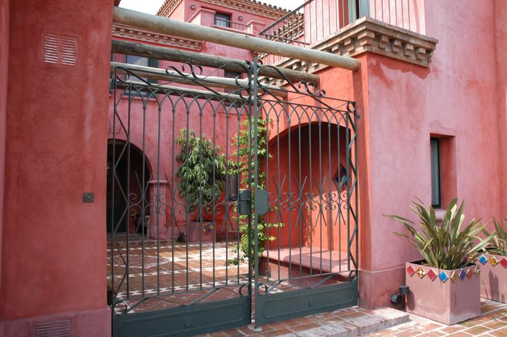 Arquitectura - Paisajismo - Ricardo Pereyra Iraola - Buenos Aires - Argentina - Entrada - Rejas - Casa