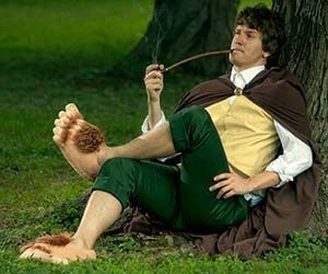 One does not simply become a Hobbit, but with these Hobbit's feet slippers you can transform your clean feet into gross and furry Halfling feet. These comfy...