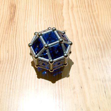 Construcciones con GEOMAG: Construcción del cuboctaedro rombitruncado alrededor del rombicuboctaedro, paso1: rombicuboctaedro