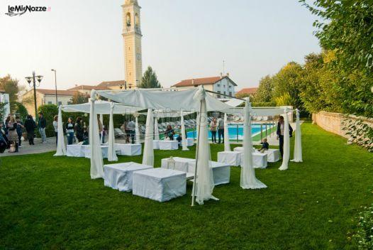http://www.lemienozze.it/operatori-matrimonio/luoghi_per_il_ricevimento/sweet-hotel-longa/media Giardino con gazebo e piscina per un ricevimento di nozze all'aperto: scopri come personalizzare il ricevimento del tuo matrimonio scegliendo la giusta location.
