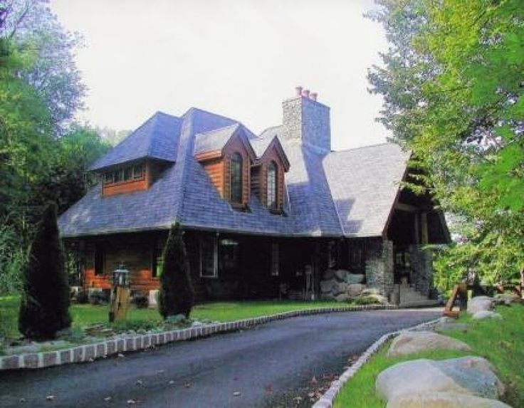 695 Summit Ave, Franklin Lakes Boro, NJ 07417 — Custom built Adirondack-style home on 1.5 secluded acres! 4 BR, 3.1 BTHS, Great Rm w/Stone Fireplace, Gourmet Kitchen. Tenant resp. for snow removal, first $150 toward each repair, renter's insurance., Credit Ck, Interview.  Available for immediate occupancy.