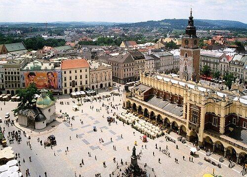 Que faire et voir à Cracovie pour découvrir la belle ville polonaise hors des sentiers battus ? On vous donne nos idées de visites et nos bonnes adresses !