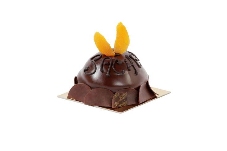#sacher. Morbido pan di spagna al cioccolato con purea di albicocca e glassa morbida di cioccolato fondente.