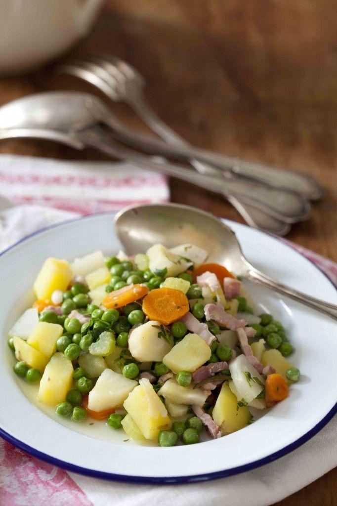 Ragoût de légumes Le plein de couleurs et de vitamines dans une assiette de légumes! Pour plaire aux carnivores, quelques lardons ne seront pas de trop. Un œuf poché est le bienvenu pour équilibrer le repas pour les végétariens. © Anne Demay-Reverdy ©Panier de Saison