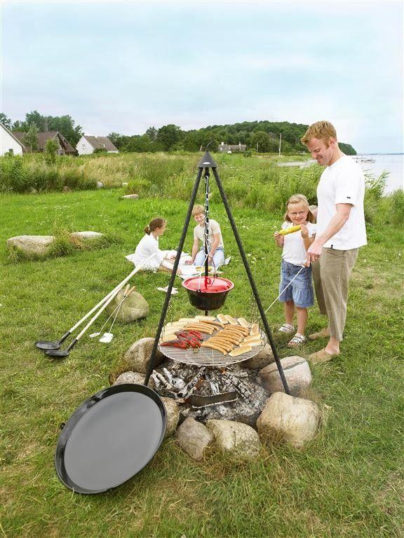Bon fire driepoot bbq set met rooster, pan en bbq pan. Geschikt voor vele soorten gerechten zoals bakken en braden van vlees, paëlla of aardappels bakken
