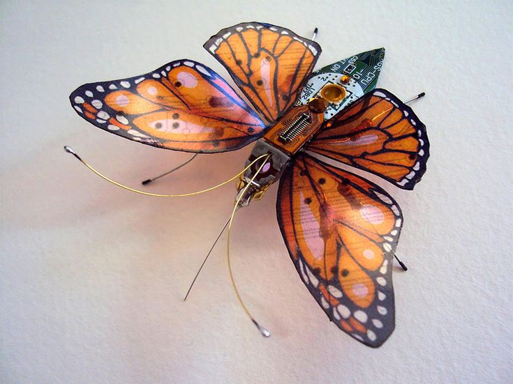 Wonderful Insect Sculptures Come From Old Computer Components_6
