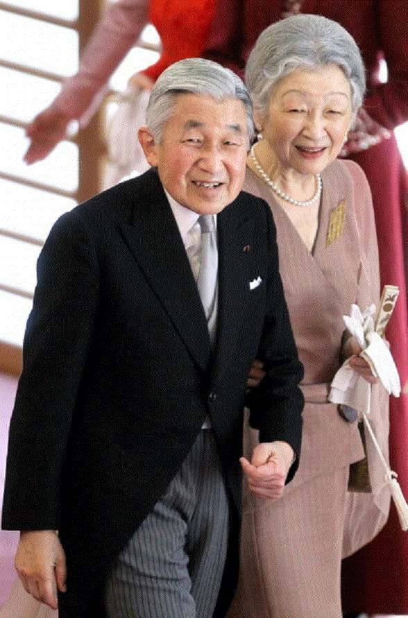 Emperor Akihito (L) and Empress Michiko attend the tea ceremony to celebrate his 79th birthday at the Imperial Palace on 23 Dec 2012