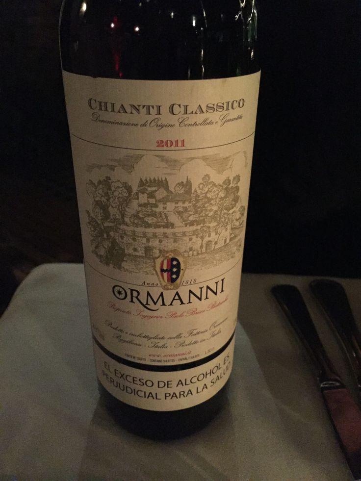 Muy buen vino italiano. En La Brasserie con Lore y Luigi