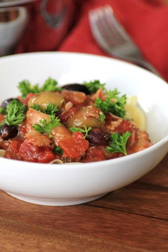 Slow Cooker Chicken Cacciatore #weekdaysupper With Bone In Chicken Thighs, Olive Oil, Onions, Garlic Paste, Celery Ribs, Red Bell Pepper, Dry White Wine, Chopped Tomatoes, Oregano Paste, Chopped Parsley, Salt, Pepper, Red Pepper Flakes, Pitted Olives, Egg Noodles, Parsley
