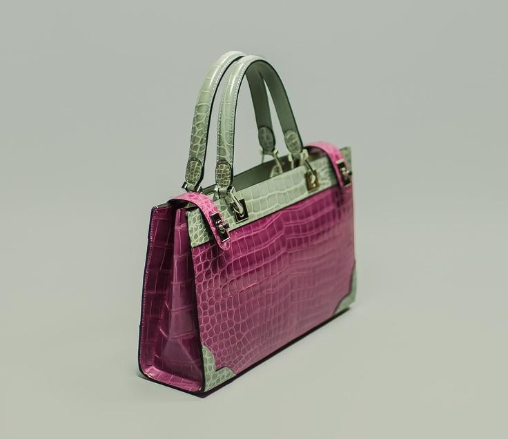 SIRIA    Elegant bag, side locks  and double handle