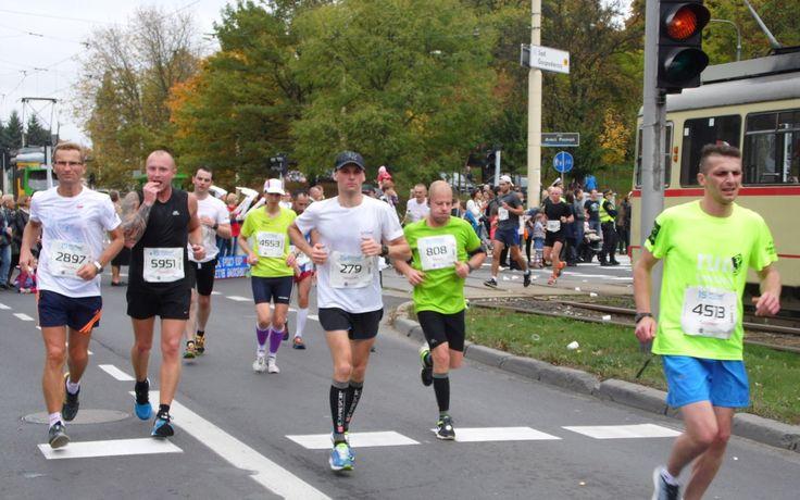 Finał poznańskiego maratonu. Medale w rękach Kenijczyków i Polaków. http://kontakt24.tvn24.pl/najnowsze/final-poznanskiego-maratonu-medale-w-rekach-kenijczykow-i-polakow,145709.html