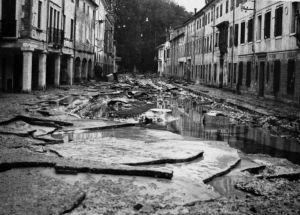 FIRENZE DEVASTATA 1966 - Via Rocca verso Parco Gaspari, alluvione 4 novembre 1966