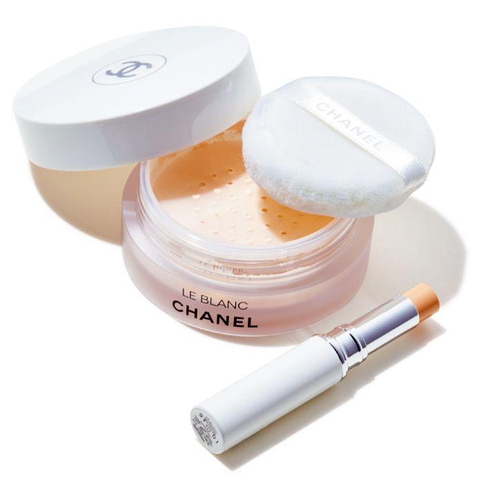 ルースパウダーはSPF50・PA++++。コンシーラーもSPF40・PA++++。上から、ル ブラン ルース パウダー UV ¥8,000 同スティック コンシーラー 全2色 各¥5,200(シャネル〈香水・化粧品〉☎0120・525・519)
