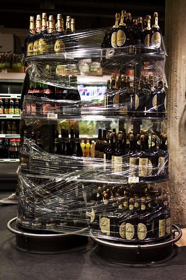 Алкоголь в магазинах запретили продавать на вынос, возлияние возможно только внутри баров и ресторанов.