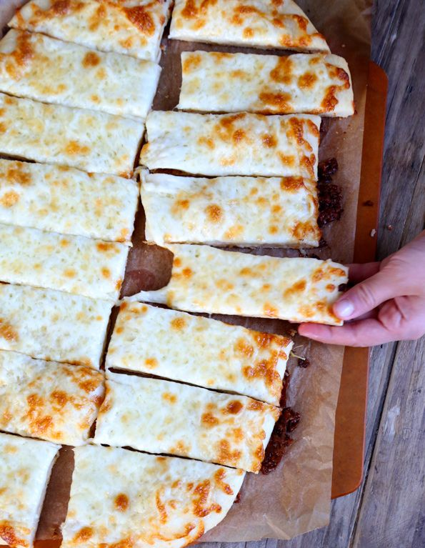 Garlic Gluten Free Pizza Breadsticks! These look amazing for a simple dinners with friends :)