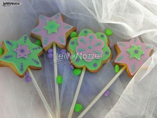 http://www.lemienozze.it/operatori-matrimonio/catering_e_torte_nuziali/torte-matrimonio-roma/media/foto/20 Lecca lecca colorati per il tavolo dei dolci da affiancare alla torta nuziale