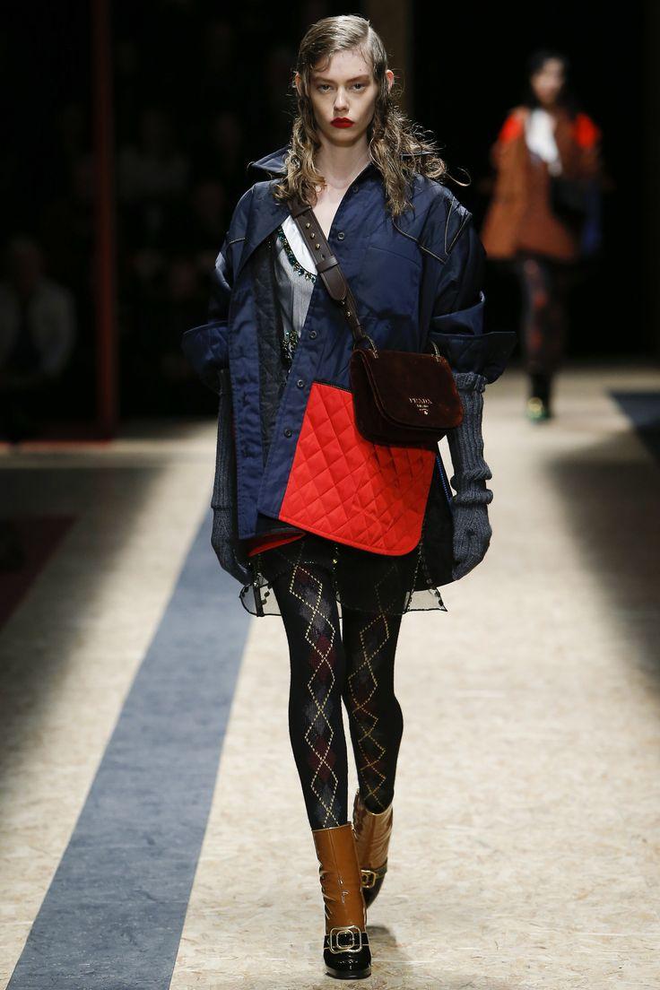 Prada Fall 2016 Ready-to-Wear Fashion Show http://www.theclosetfeminist.ca/ http://www.vogue.com/fashion-shows/fall-2016-ready-to-wear/prada/slideshow/collection#25