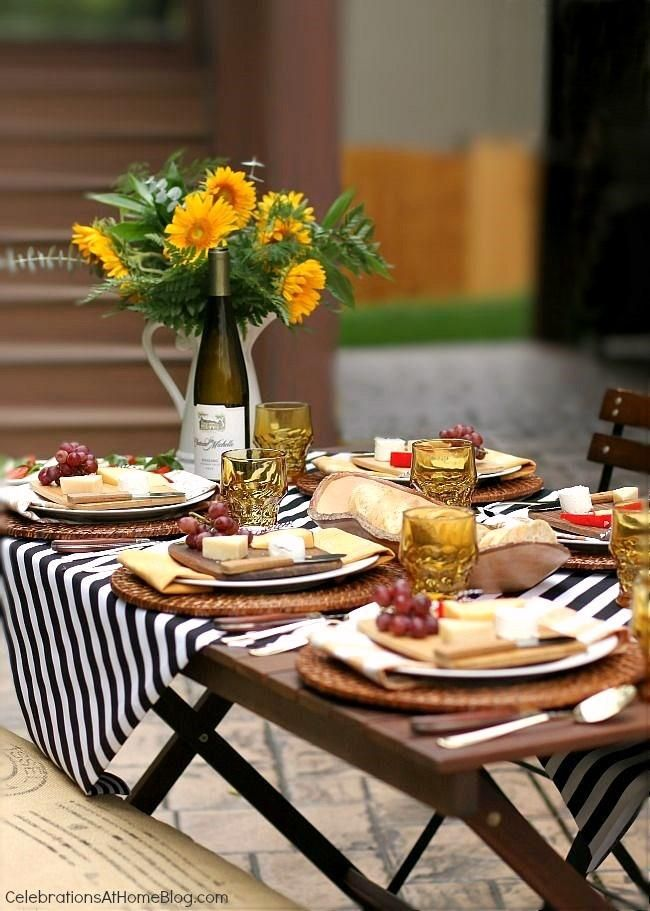 You'll love this tabletop and menu for a dinner party al fresco. Invite your friends and use these ideas as your blueprint for a party.