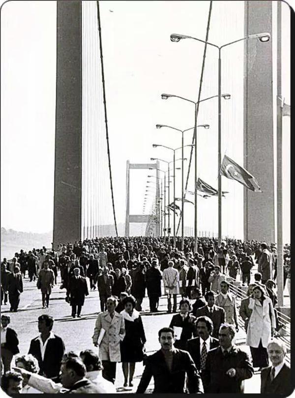 Açılış Günü Boğaziçi Köprüsü (30 Ekim 1973) #istanbul #birzamanlar #oldpics #yasam #istanlook