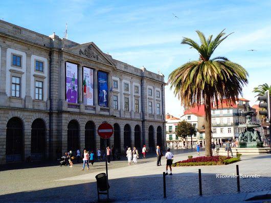 Fachada da Universidade do Porto - Fotografia de Ricardo Barreto.