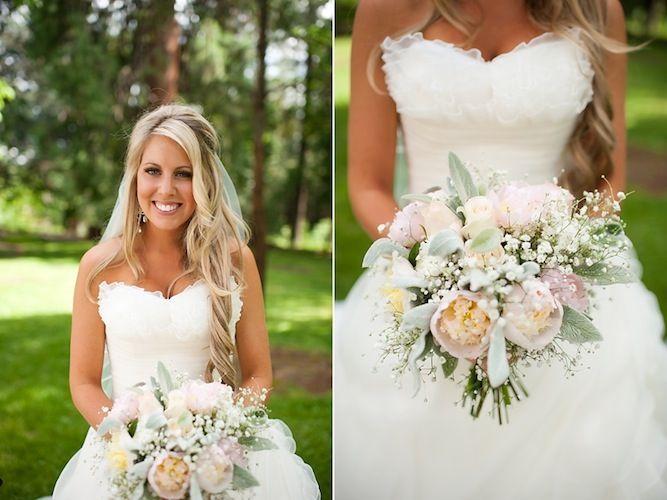 love this bride's pretty pastel bouquet sooo much