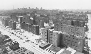 Pruitt-Igoe: the troubled high-rise that came to define urban America - Even today, when our eyes have supposedly grown accustomed to all manner of developments meant to shock us with their sheer incongruity, aerial photographs of the Pruitt-Igoe complex give you pause. There it stands, like a poor man's Ville Radieuse, on 23 freshly cleared hectares of St Louis's existing urban fabric, looking utterly alien to the miles of low-rise 19th and early 20th-century brick structures surrounding…