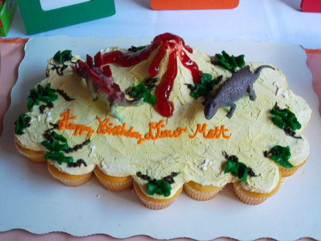 Cupcake cake at a Dinosaur Party #dinosaurparty #cupcakecake