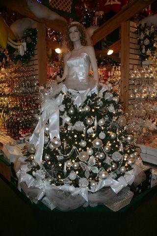 mannequin christmas tree - Google Search Decoración navideña