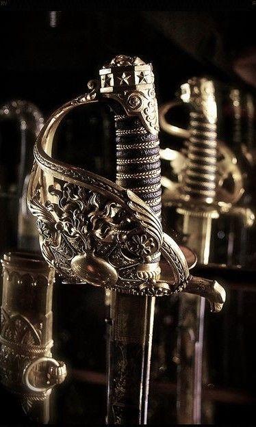 Weapons || Queensguard arsenal