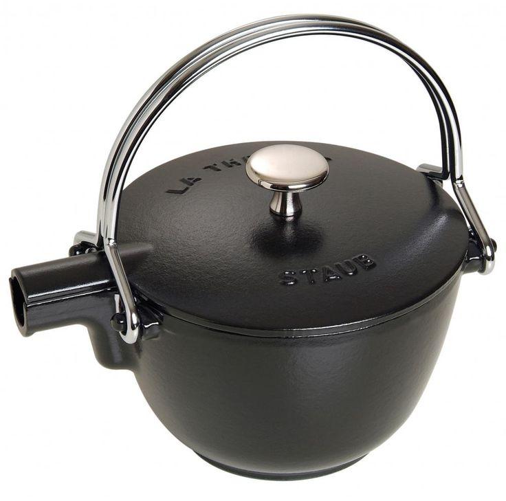 Staub Teekanne und Wasserkessel aus Gusseisen in schwarz - KochForm