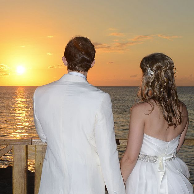 Look here (http://www.grandoldhouse.com/wedding-gallery) our Cayman Wedding Photo Gallery. See how we arranged weddings in Grand Cayman.