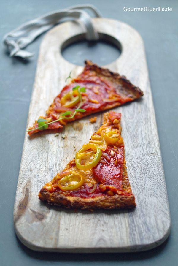 Low Carb Pizza mit Chorizo, Paprika und roten Zwiebeln  #rezept #gourmetguerilla.de #lowcarb